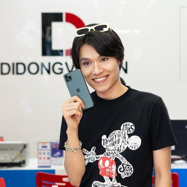 Hàng chục nghệ sỹ Việt đua nhau rinh iPhone 11, táo khuyết tại Việt Nam chưa bao giờ hết hot! - Ảnh 9.