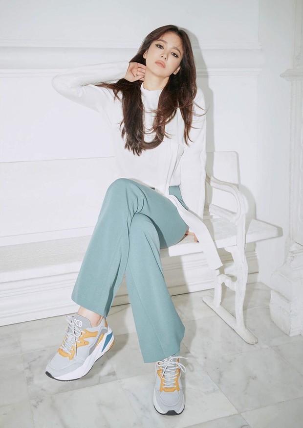 Động thái đầu tiên của Song Hye Kyo trên MXH sau 3 tháng ly dị: Đăng loạt ảnh gì mà gây bão thế này? - Ảnh 9.
