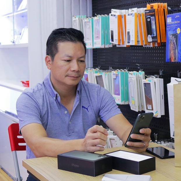 Hàng chục nghệ sỹ Việt đua nhau rinh iPhone 11, táo khuyết tại Việt Nam chưa bao giờ hết hot! - Ảnh 8.