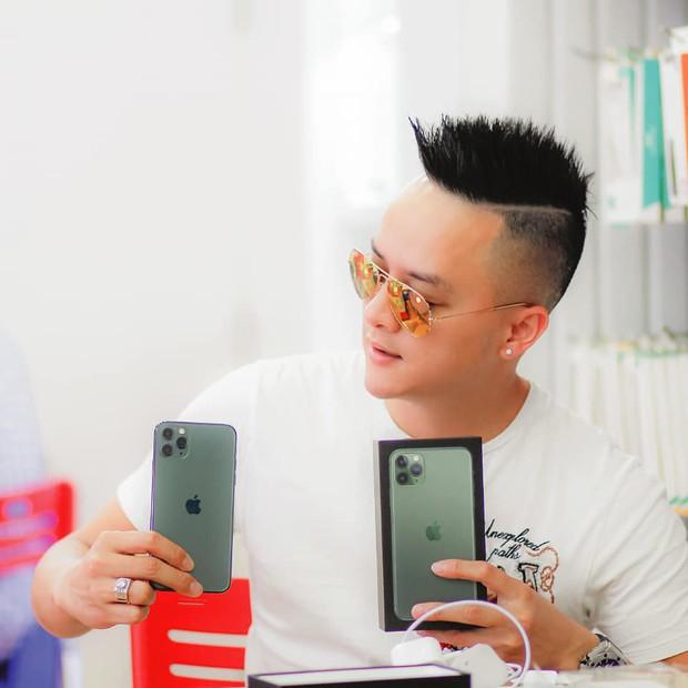 Hàng chục nghệ sỹ Việt đua nhau rinh iPhone 11, táo khuyết tại Việt Nam chưa bao giờ hết hot! - Ảnh 13.