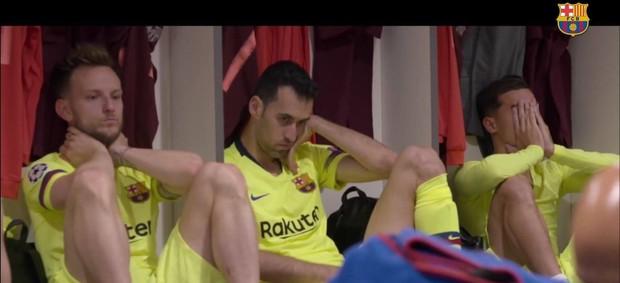 Hé lộ những hình ảnh siêu hot trong phòng thay đồ Barca: Messi bầm dập, đồng đội thất thần sau trận thua không tưởng trước Liveprool - Ảnh 3.