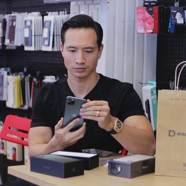 Hàng chục nghệ sỹ Việt đua nhau rinh iPhone 11, táo khuyết tại Việt Nam chưa bao giờ hết hot! - Ảnh 6.