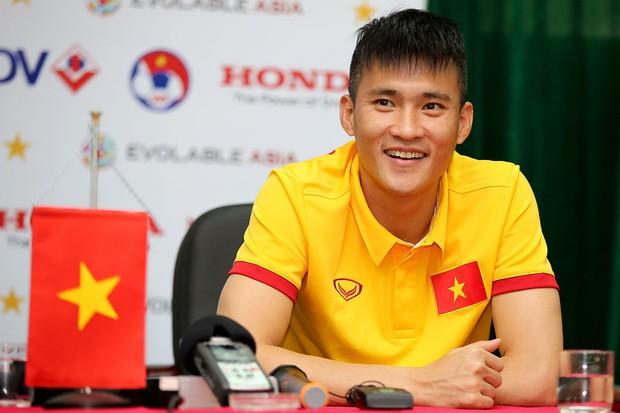 Đọ trình độ Ngoại ngữ của dàn cầu thủ Đội tuyển Việt Nam: Xuân Trường, Công Vinh chém Tiếng Anh xuất sắc nhưng vẫn chưa bằng nhân vật này - Ảnh 3.
