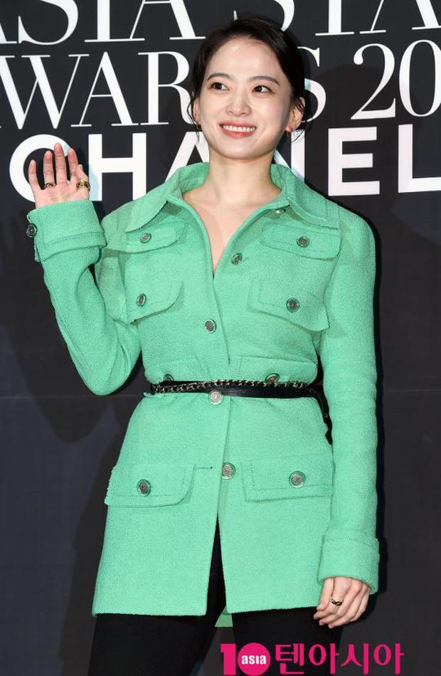 Thảm đen LHP Busan ngày 3: Yoona không còn thần thánh vì đôi chân, tân Hoa hậu Hàn Quốc nhan sắc gây tranh cãi - Ảnh 16.