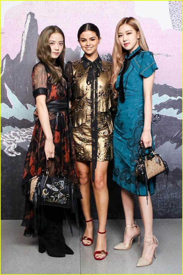 Khi sao châu Á và Hollywood đọ sắc cùng khung hình: Jennie (BLACKPINK) lép vế trước Rihanna, Dương Mịch quá đẳng cấp bên Kendall - Ảnh 11.