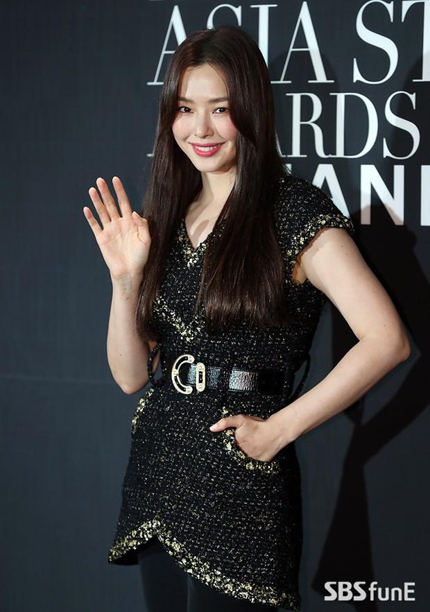 Thảm đen LHP Busan ngày 3: Yoona không còn thần thánh vì đôi chân, tân Hoa hậu Hàn Quốc nhan sắc gây tranh cãi - Ảnh 5.