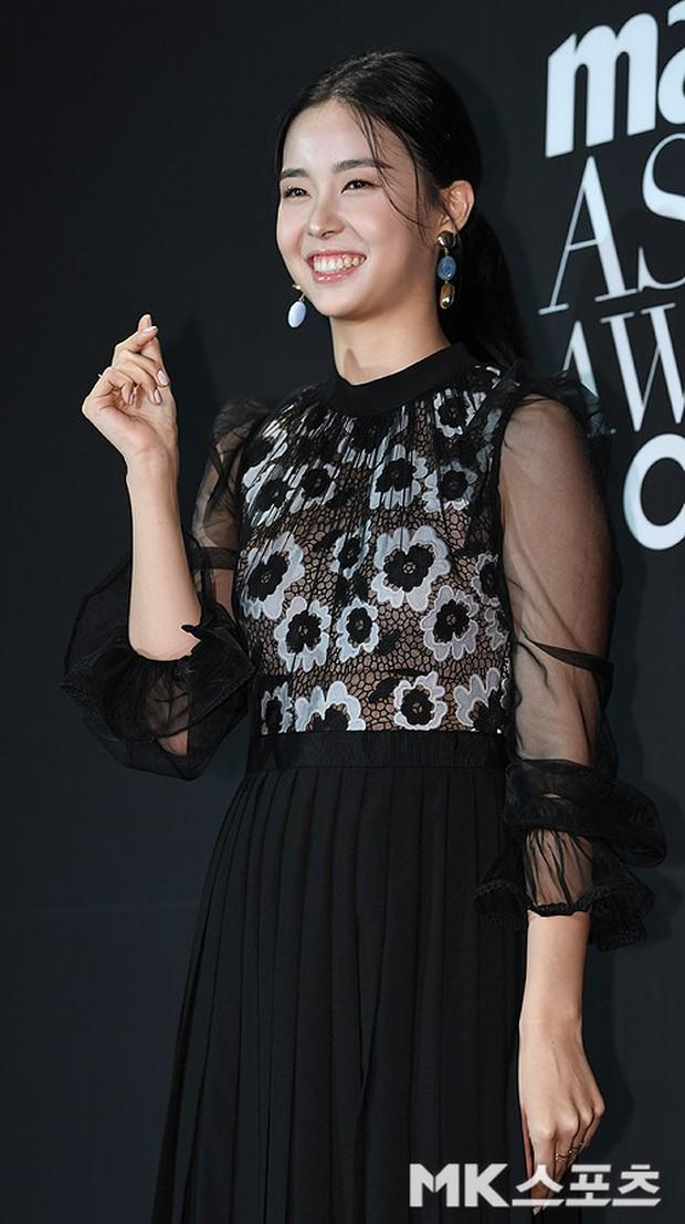 Thảm đen LHP Busan ngày 3: Yoona không còn thần thánh vì đôi chân, tân Hoa hậu Hàn Quốc nhan sắc gây tranh cãi - Ảnh 9.