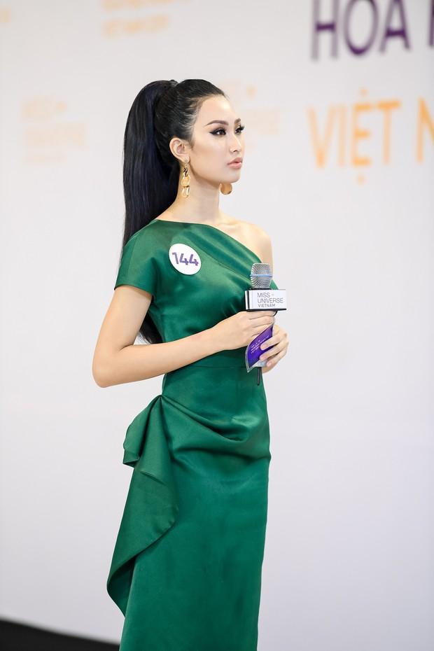 Vũ Thu Phương cân hết dàn giám khảo Hoa hậu Hoàn vũ bởi những màn đối đáp cực gắt với thí sinh - Ảnh 5.