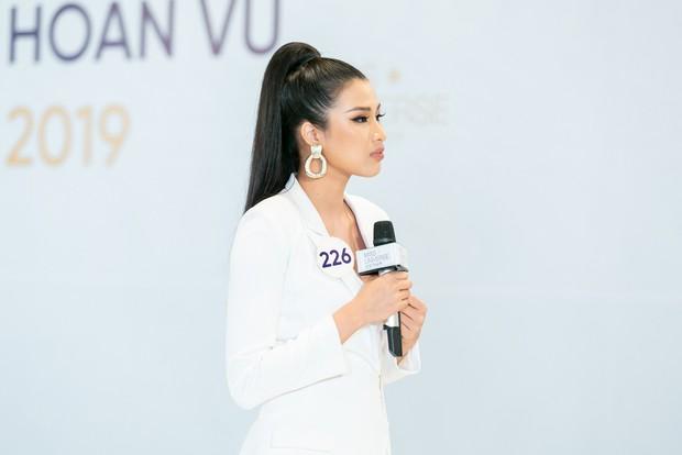 Vũ Thu Phương cân hết dàn giám khảo Hoa hậu Hoàn vũ bởi những màn đối đáp cực gắt với thí sinh - Ảnh 4.