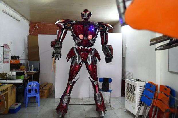 Việt Nam chế tạo thành công robot Transformers: Nói được cả tiếng Việt, làm hoàn toàn từ phế liệu xe máy - Ảnh 1.