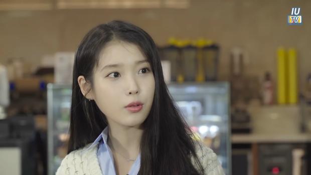 IU phân thân phỏng vấn nóng CEO Hotel Del Luna: Khách nhiều tiền là thượng đế, muốn kiếp sau có mối tình đẹp với Goo Chan Sung! - Ảnh 1.