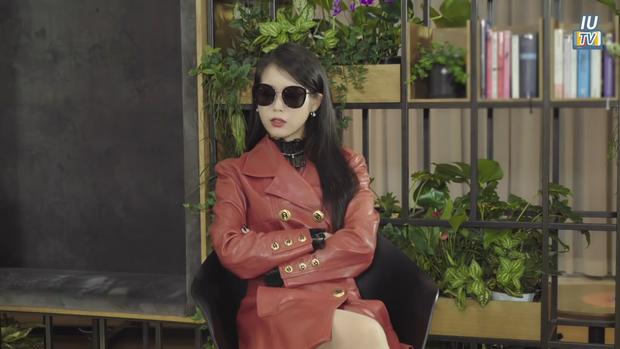 IU phân thân phỏng vấn nóng CEO Hotel Del Luna: Khách nhiều tiền là thượng đế, muốn kiếp sau có mối tình đẹp với Goo Chan Sung! - Ảnh 2.