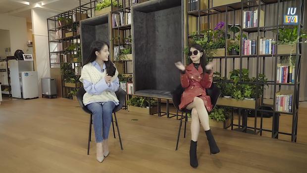IU phân thân phỏng vấn nóng CEO Hotel Del Luna: Khách nhiều tiền là thượng đế, muốn kiếp sau có mối tình đẹp với Goo Chan Sung! - Ảnh 6.