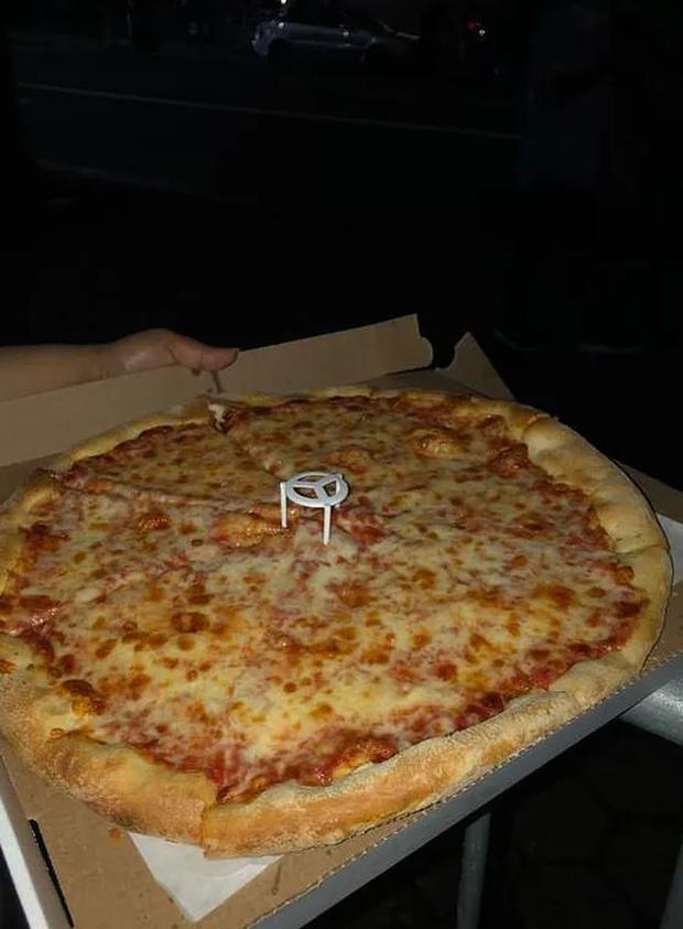 Làm fan của Taylor Swift sướng nhất quả đất: Chẳng bao giờ lo đói vì cứ đi ủng hộ idol là được ăn pizza miễn phí - Ảnh 6.