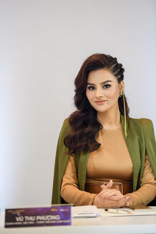 Vũ Thu Phương cân hết dàn giám khảo Hoa hậu Hoàn vũ bởi những màn đối đáp cực gắt với thí sinh - Ảnh 1.