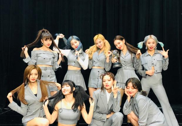 Năm 2019 đầy ám ảnh của fan JYP: Idol bất ổn từ thể chất tới tinh thần; người rời nhóm, người chấn thương, kiệt sức phải ngừng hoạt động - Ảnh 2.