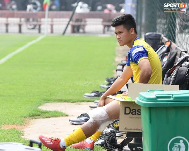 Đối thủ cạnh tranh của Đức Chinh tại U22 Việt Nam chấn thương trước thềm trận đấu với U22 UAE - Ảnh 1.