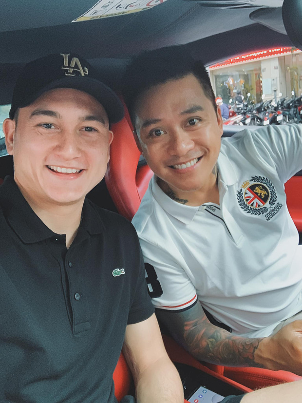 Tình cờ gặp ca sĩ nổi tiếng, Văn Lâm còn được đi nhờ siêu xe 16 tỷ đồng về đại bản doanh của tuyển Việt Nam - Ảnh 1.