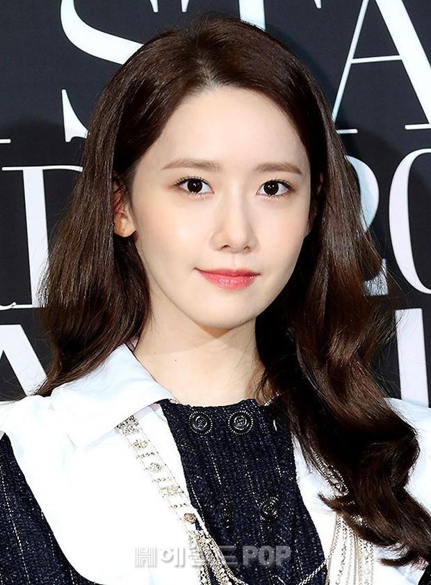Thảm đen LHP Busan ngày 3: Yoona không còn thần thánh vì đôi chân, tân Hoa hậu Hàn Quốc nhan sắc gây tranh cãi - Ảnh 4.