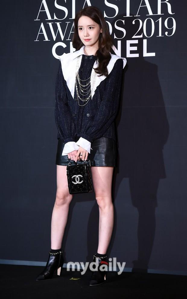 Thảm đen LHP Busan ngày 3: Yoona không còn thần thánh vì đôi chân, tân Hoa hậu Hàn Quốc nhan sắc gây tranh cãi - Ảnh 1.
