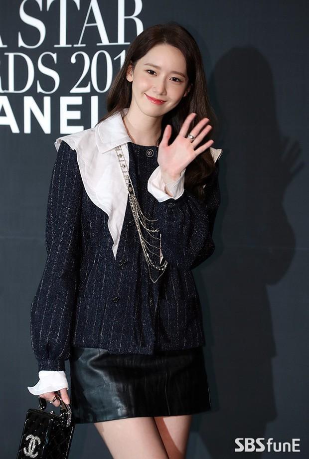 Thảm đen LHP Busan ngày 3: Yoona không còn thần thánh vì đôi chân, tân Hoa hậu Hàn Quốc nhan sắc gây tranh cãi - Ảnh 3.