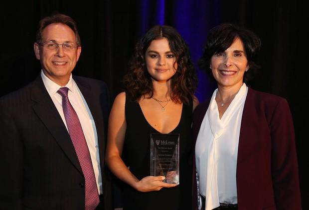 Body thần kỳ của Selena Gomez: Hô biến lúc béo lúc gầy, tăng cân ẵm ngay 10 triệu tim, giảm cân lột xác ngoạn mục - Ảnh 8.