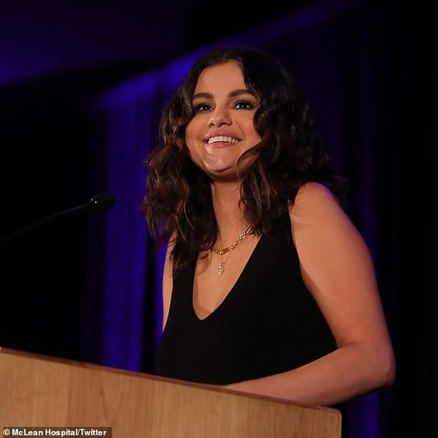 Body thần kỳ của Selena Gomez: Hô biến lúc béo lúc gầy, tăng cân ẵm ngay 10 triệu tim, giảm cân lột xác ngoạn mục - Ảnh 7.