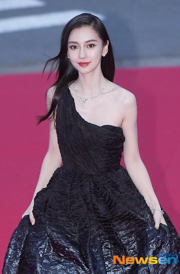 Angela Baby trắng bật tông tại thảm đỏ LHP Busan, khiến truyền thông Hàn nức nở: Nữ thần đại lục giáng trần Busan - Ảnh 4.