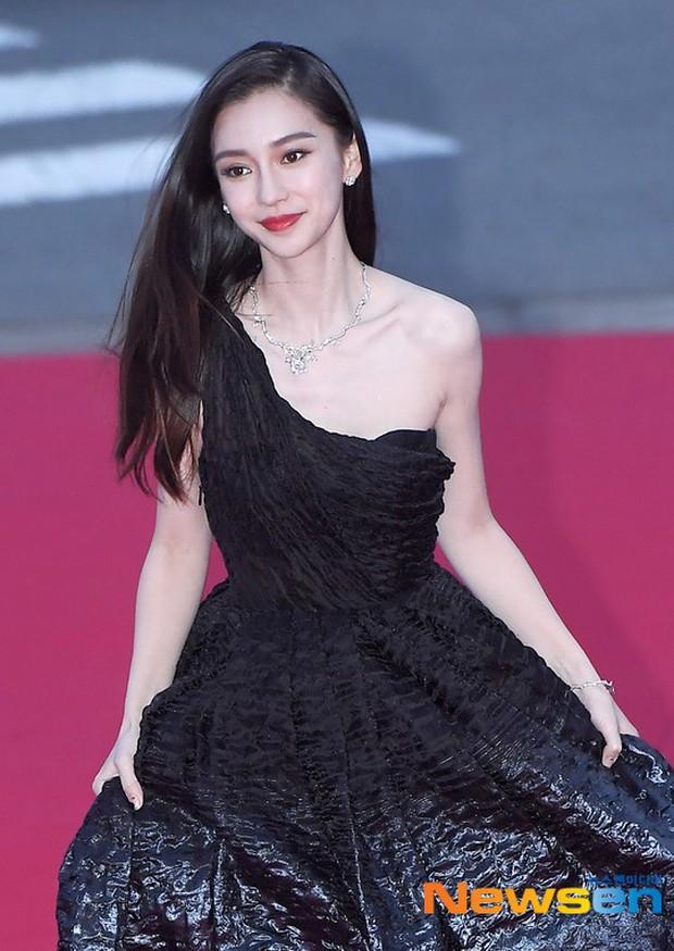 Angela Baby trắng bật tông tại thảm đỏ LHP Busan, khiến truyền thông Hàn nức nở: Nữ thần đại lục giáng trần Busan - Ảnh 3.