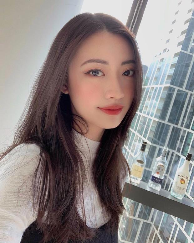 Dân tình ngỡ ngàng vì bạn gái mới Rocker Nguyễn trông quen quen, hoá ra lại là chị em sinh đôi với nhân vật này? - Ảnh 6.