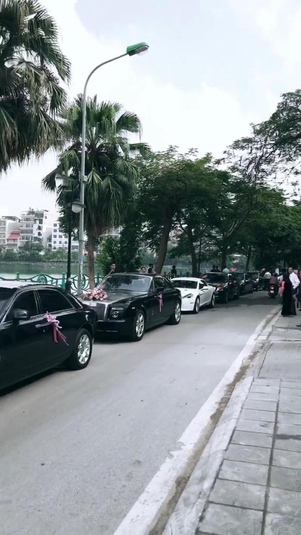 Rich kid Giang Lê xinh xuất sắc trong ngày cưới, chỗ đỗ dàn Rolls Royces tiết lộ vị trí đắc địa của nhà gái ở Hà Nội - Ảnh 2.
