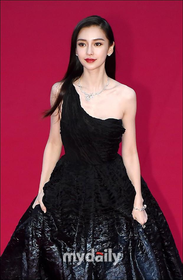 Angela Baby trắng bật tông tại thảm đỏ LHP Busan, khiến truyền thông Hàn nức nở: Nữ thần đại lục giáng trần Busan - Ảnh 10.