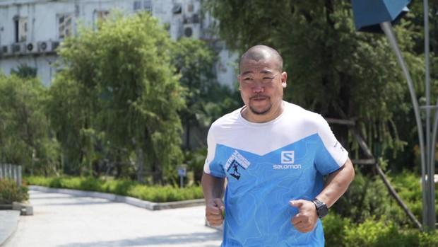 Marathon xuyên Việt: Xúc động với chàng trai đẩy xe lăn cho mẹ cùng chạy bộ! - Ảnh 5.