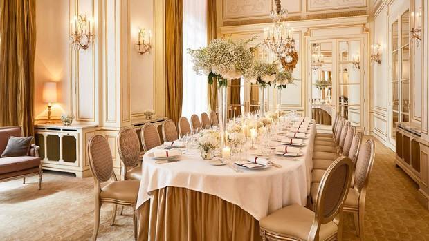 Choáng váng: 110 triệu/đêm đã là gì, khách sạn Vũ Khắc Tiệp và Ngọc Trinh thuê ở Paris còn có phòng giá 700 triệu/đêm! - Ảnh 16.