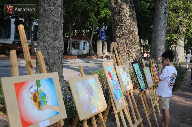 Học sinh Marie Curie tổ chức ngày hội triễn lãm tranh kêu gọi cộng đồng bảo vệ môi trường - Ảnh 1.