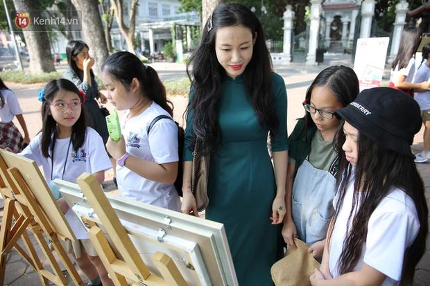 Học sinh Marie Curie tổ chức ngày hội triễn lãm tranh kêu gọi cộng đồng bảo vệ môi trường - Ảnh 2.