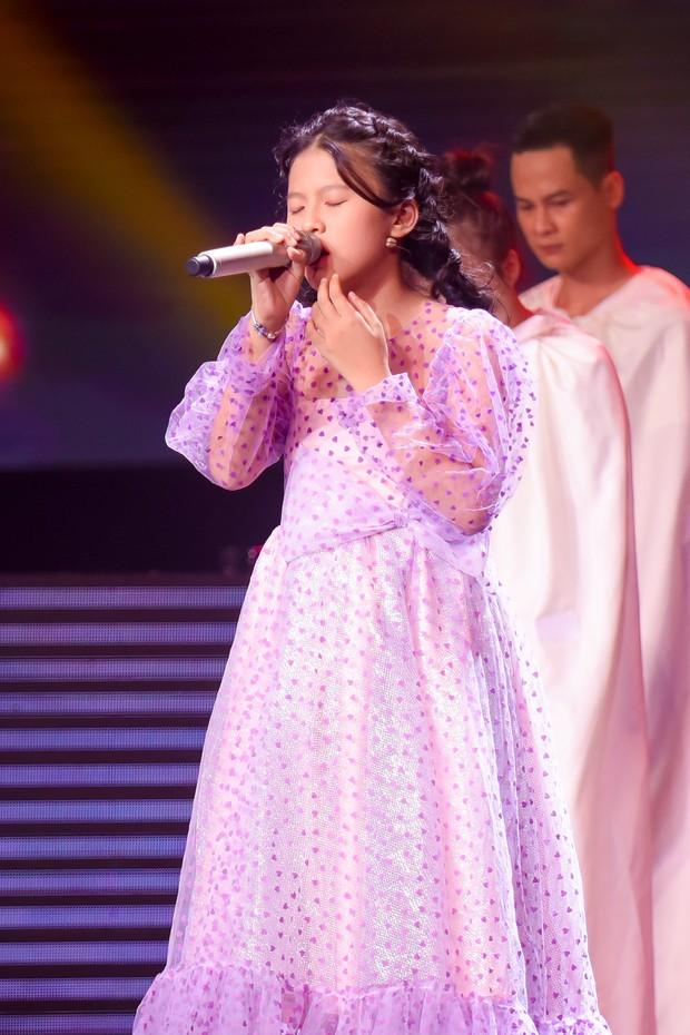 Hương Giang mang Mị, Chí Phèo, Thị Nở... lên sân khấu Giọng hát Việt nhí - Ảnh 12.