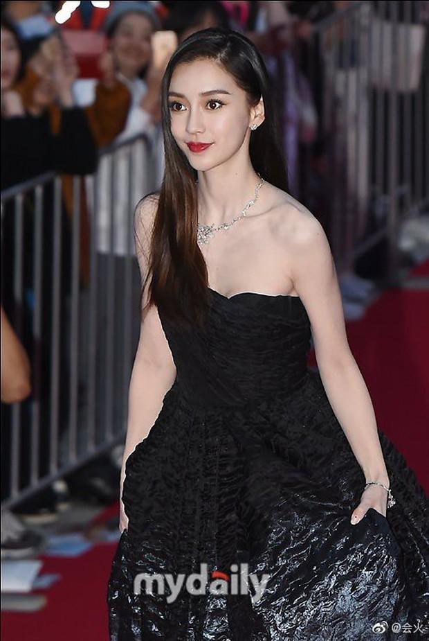 Angela Baby trắng bật tông tại thảm đỏ LHP Busan, khiến truyền thông Hàn nức nở: Nữ thần đại lục giáng trần Busan - Ảnh 12.