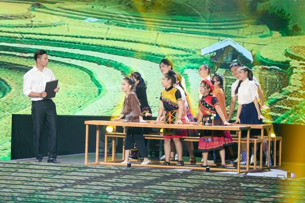Hương Giang mang Mị, Chí Phèo, Thị Nở... lên sân khấu Giọng hát Việt nhí - Ảnh 3.