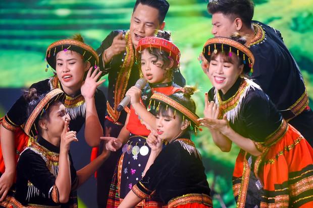 Hương Giang mang Mị, Chí Phèo, Thị Nở... lên sân khấu Giọng hát Việt nhí - Ảnh 5.