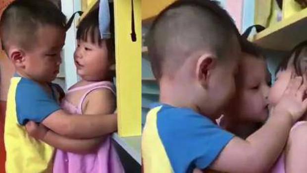 Con đi học cưỡng hôn bạn nữ, bố ê mặt khi bị cô giáo gửi ảnh và chỉ biết lặng lẽ trả lời 1 câu - Ảnh 1.