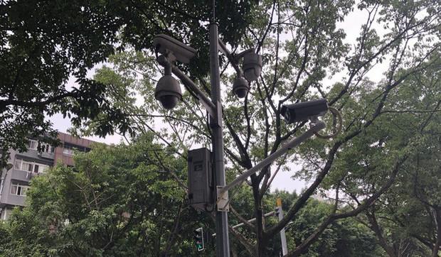 Vì sao người dân Trùng Khánh vẫn vui vẻ dù camera theo dõi tăm tia đầy đường? - Ảnh 2.