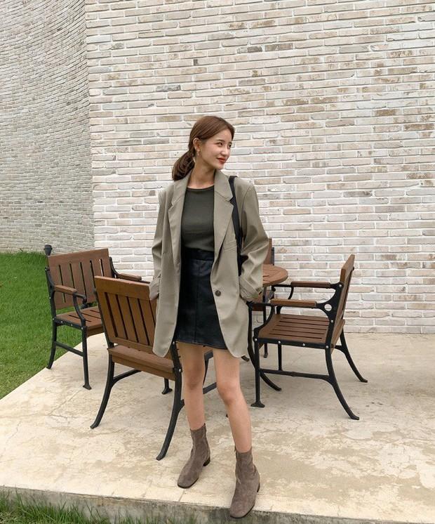 12 ý tưởng diện áo blazer + chân váy mãn nhãn đến nỗi bạn cũng phải xuýt xoa trước diện mạo của chính mình - Ảnh 3.