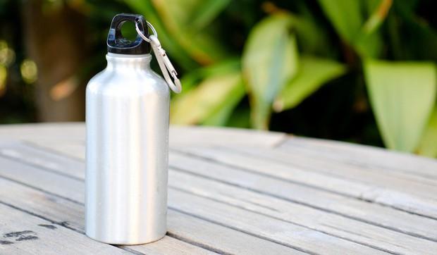 Chai thủy tinh, chai nhựa hay chai làm từ kim loại, loại chai nào sử dụng tốt nhất cho sức khỏe của bạn? - Ảnh 3.