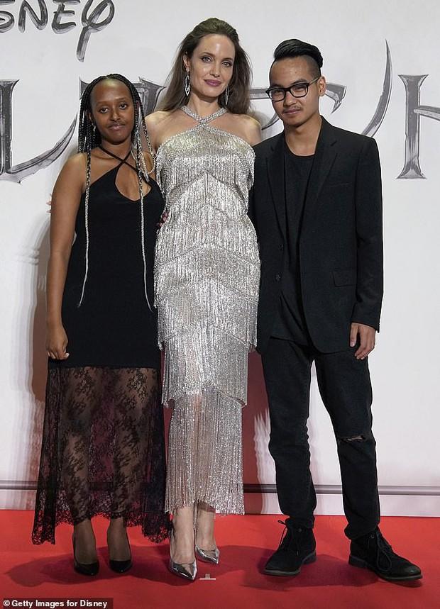 Bỗng liên tục tiết lộ cảm xúc về vụ ly hôn thế kỷ, Angelina Jolie bị bóc mẽ chiêu trò chiếm spotlight của Brad Pitt? - Ảnh 2.