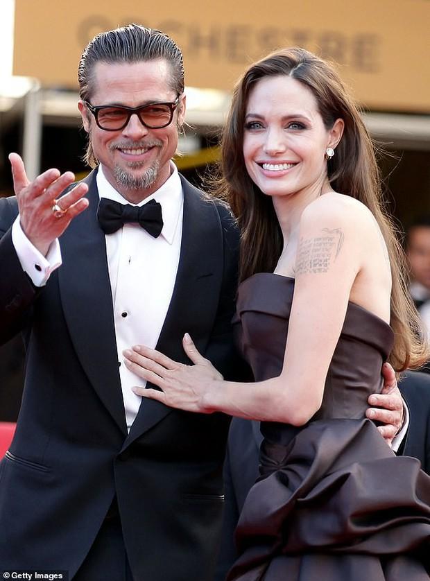 Bỗng liên tục tiết lộ cảm xúc về vụ ly hôn thế kỷ, Angelina Jolie bị bóc mẽ chiêu trò chiếm spotlight của Brad Pitt? - Ảnh 1.