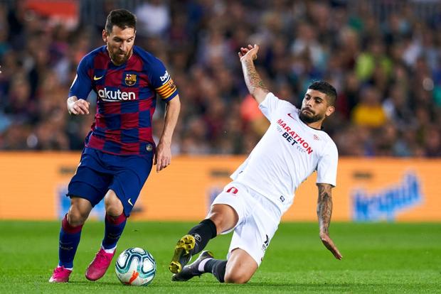 Messi thông nòng bằng siêu phẩm, Barcelona vùi dập kẻ thách thức nhưng niềm vui chưa trọn vẹn bởi drama thẻ đỏ cuối trận - Ảnh 1.
