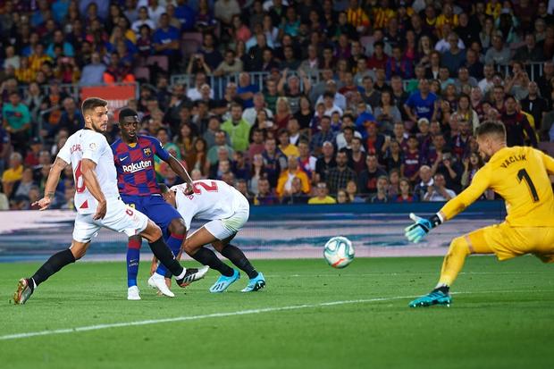 Messi thông nòng bằng siêu phẩm, Barcelona vùi dập kẻ thách thức nhưng niềm vui chưa trọn vẹn bởi drama thẻ đỏ cuối trận - Ảnh 7.