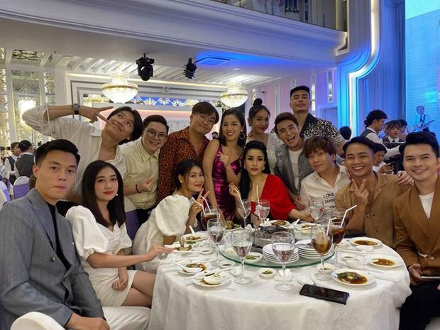 Đại Nghĩa, Khả Như và dàn sao làng hài đình đám tề tựu đông đủ mừng đám cưới của nữ đồng nghiệp thân thiết - Ảnh 2.