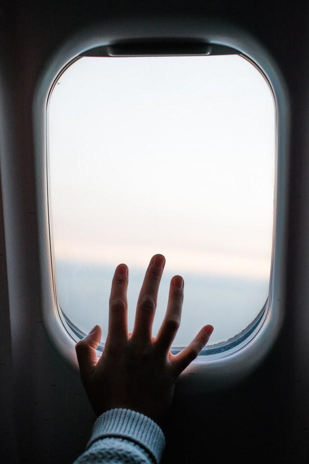 Sự thật: hành khách luôn phải mở cửa sổ máy bay khi cất cánh hoặc hạ cánh, đã bao giờ bạn tự hỏi vì sao chưa? - Ảnh 3.